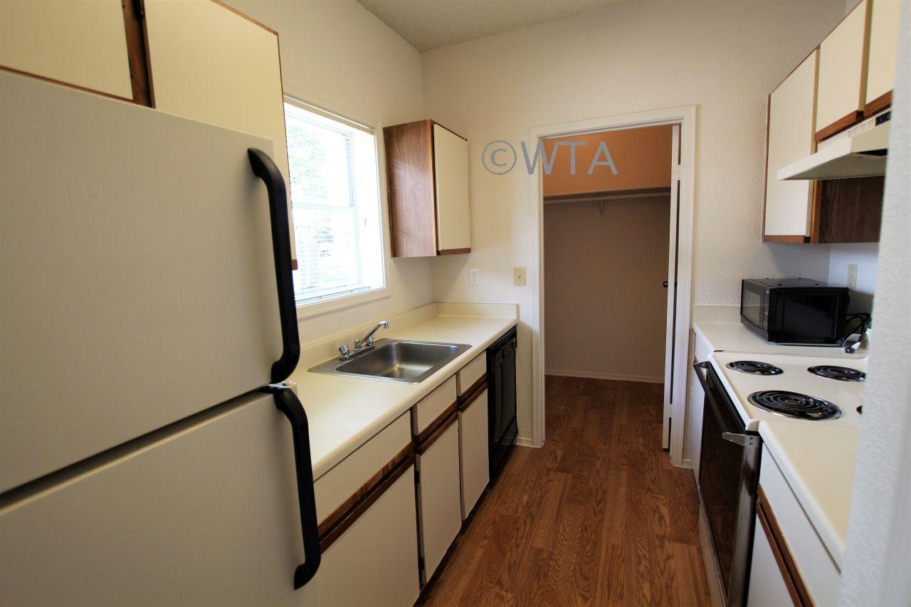 image 2 unfurnished 1 bedroom Apartment for rent in Horseshoe Bay, Northwest Austin