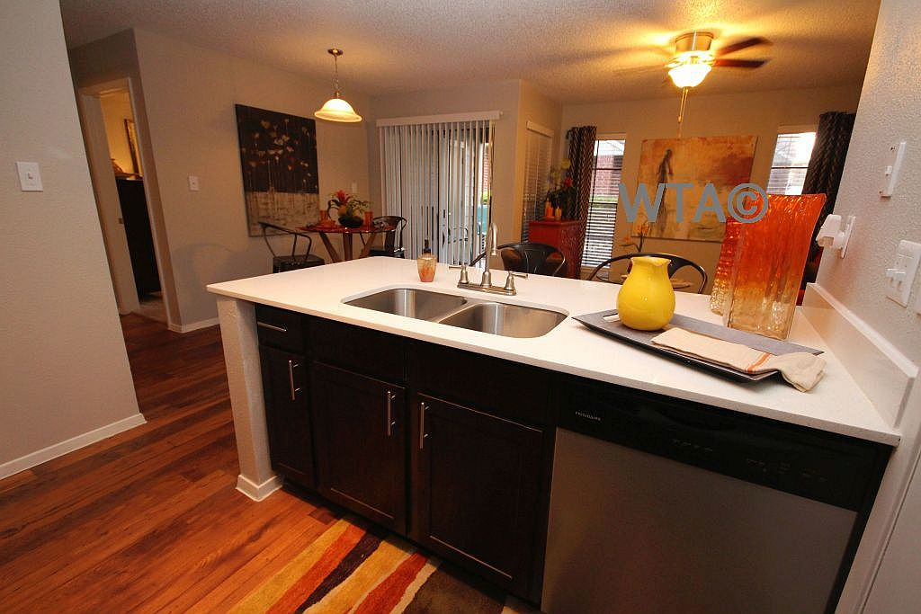 image 4 unfurnished 1 bedroom Apartment for rent in Horseshoe Bay, Northwest Austin