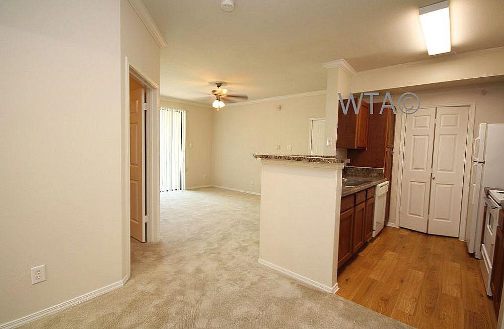 image 7 unfurnished 3 bedroom Apartment for rent in Horseshoe Bay, Northwest Austin