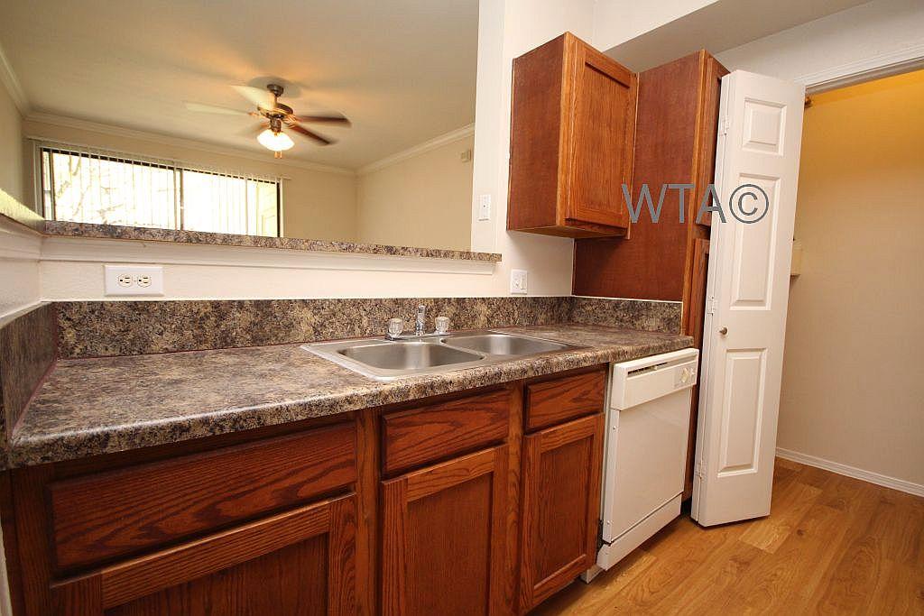 image 5 unfurnished 3 bedroom Apartment for rent in Horseshoe Bay, Northwest Austin