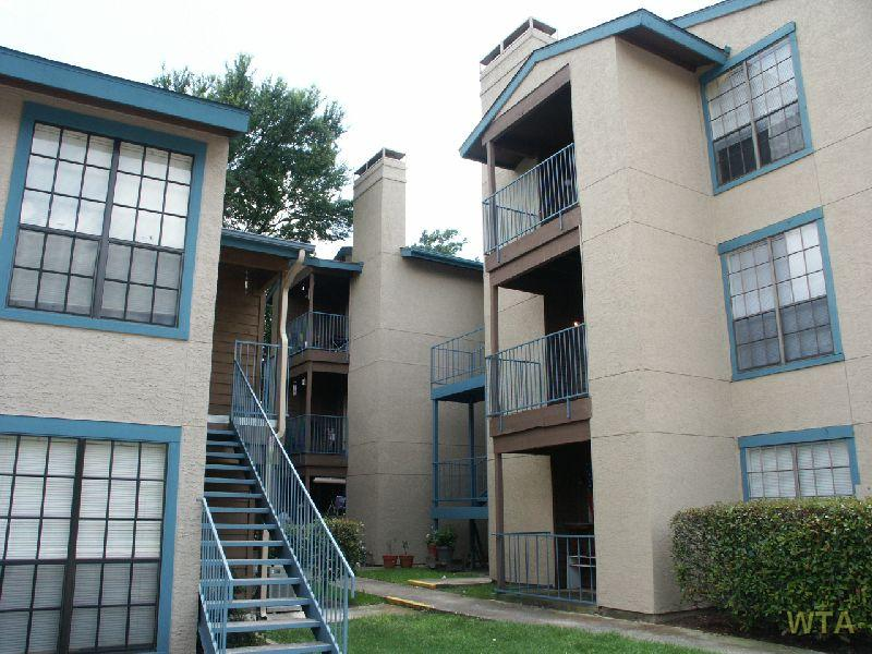 image 2 unfurnished 1 bedroom Apartment for rent in Horseshoe Bay, Northwest Austin